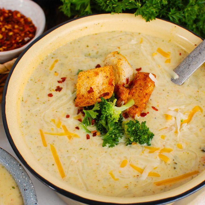 Instant Pot Broccoli Cheese Soup